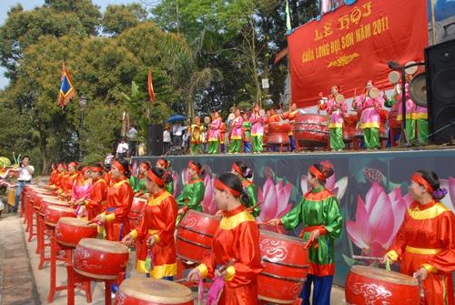 dàn trống Đọi Tam khai mạc chùa long Đọi Sơn