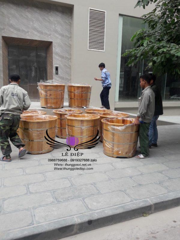 bàn giao thùng tắm gỗ pơ mu tại Hà Nội