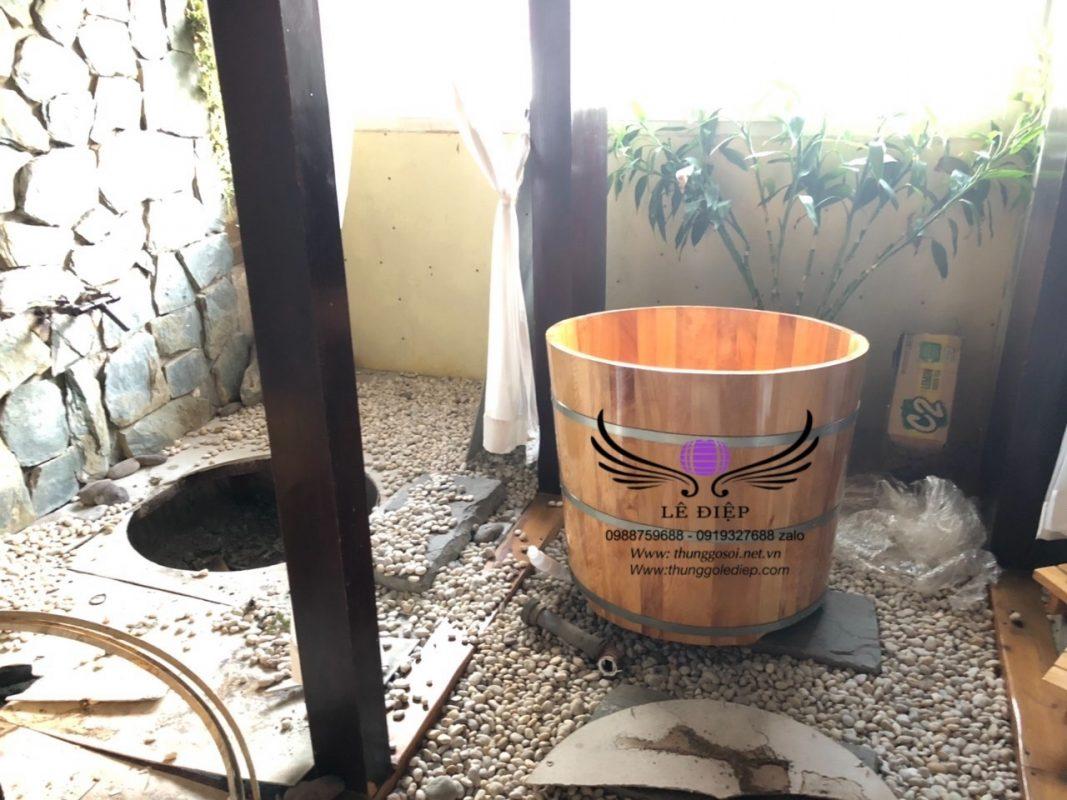 bàn giao bồn tắm gỗ resort