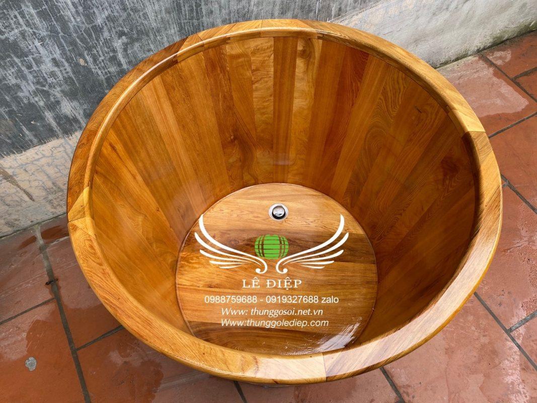 mặt trong bồn gỗ