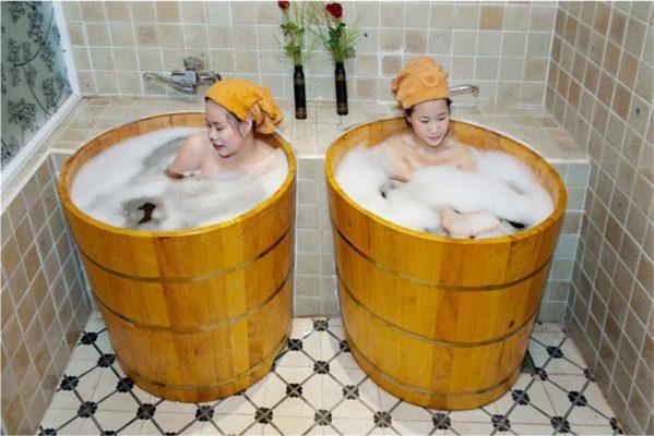 bồn tắm bằng gỗ thảo dược