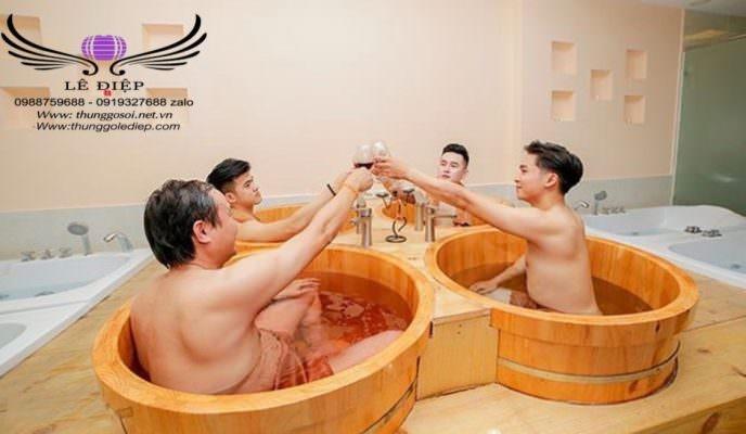 bồn tắm resort bằng gỗ