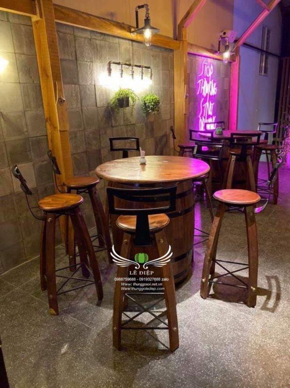 bàn rượu quán bar