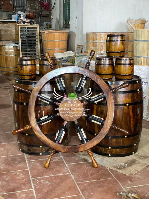 bánh lái tàu trang trí hầm rượu